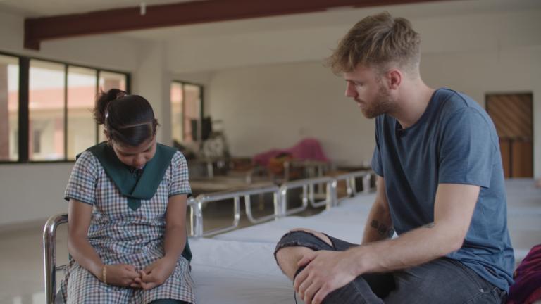 Tim-Hofman-reis-India-interview-meisje-opvanghuis-768x432