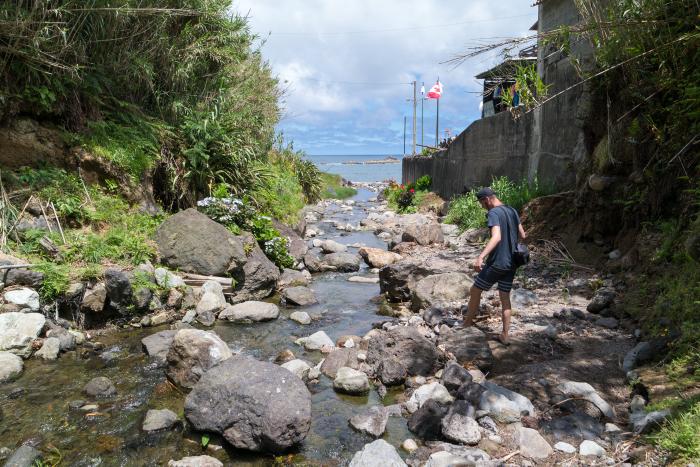 Praia dos Moinhos sao miguel azoren azores waterval waterfall
