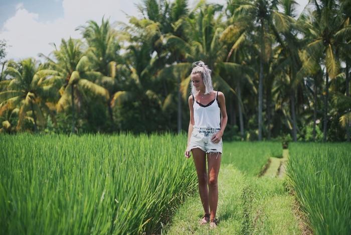 Poseren tussen de Balinese rijstvelden