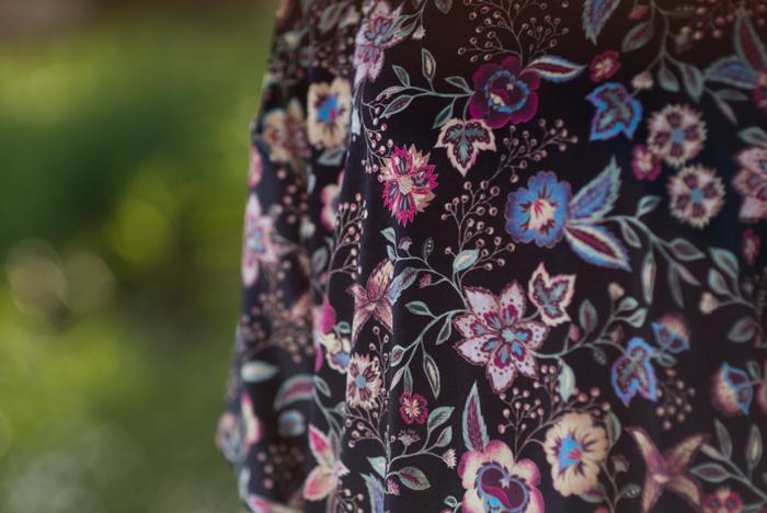 Outfit   Velours gebloemde jurk & oversized spijkerjack