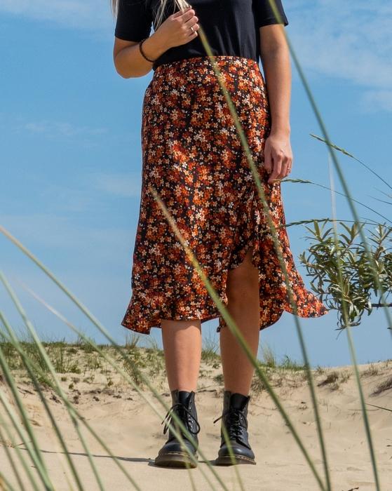 Outfit | Nieuwe Dr. Martens en midi bloemenrok